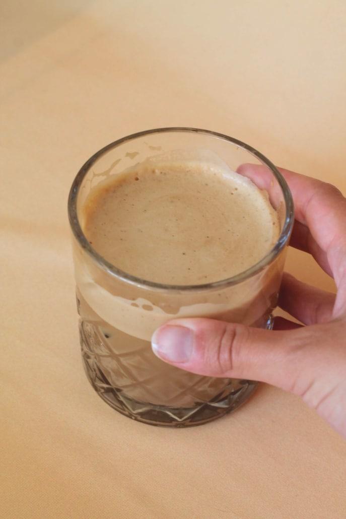 Dalgona iskaffe med havredrik